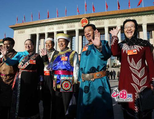 أعضاء المؤتمر الاستشاري السياسي الصيني من الأقليات القومية يهتمون بتنمية مناطقها والتضامن القومي