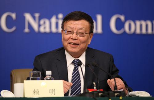 全国政协委员赖明答记者问 摄影 刘会成 马也