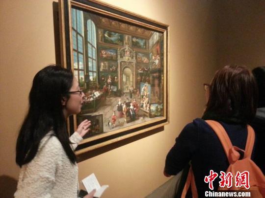 欧洲最古老王室家族列支敦士登王室珍藏之100件油画、版画与挂毯作品11日在上海中华艺术宫揭开神秘面纱。 许婧 摄