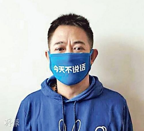 李连杰出席公益活动戴口罩不说话文章未现身