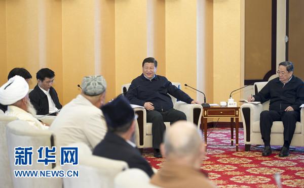 4月27日至30日,中共中央总书记、国家主席、中央军委主席习近平在新疆考察。这是4月30日上午,习近平在乌鲁木齐同新疆宗教代表人士座谈。新华社记者 谢环驰 摄