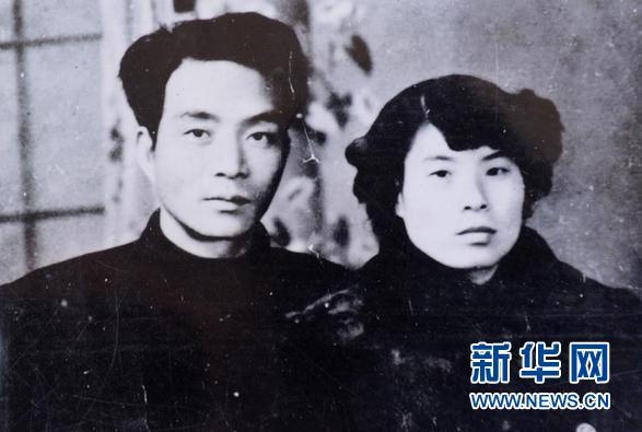 这是徐俊雅和丈夫焦裕禄的合影(资料照片)