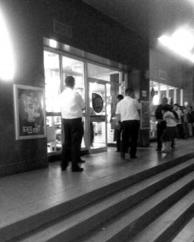 山东:女子麦当劳店被6人打死 死前发微信遇了