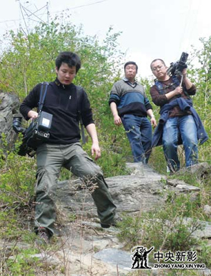 拍摄《三线学兵》,走在大山之中