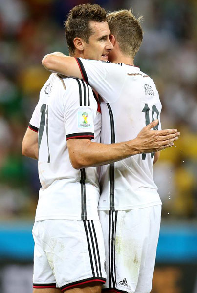 Messi, Klose rescue Argentina and Germany -