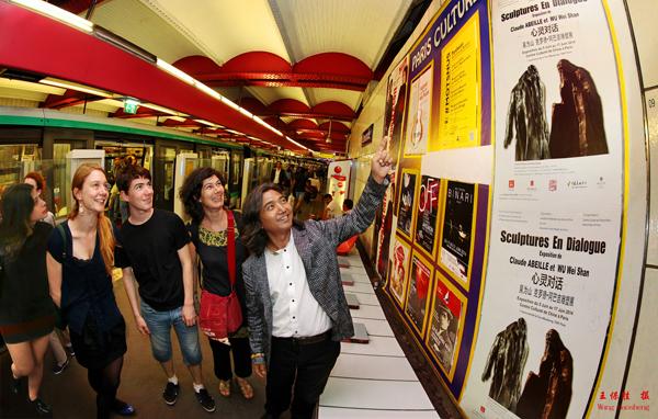 巴黎地铁及重要交通节点张贴着中法文招贴,吴为山代表作《老子》与克罗德阿巴吉代表作《旅行者》的图像成为整个展览的符号布满艺术之都。 王保胜 摄