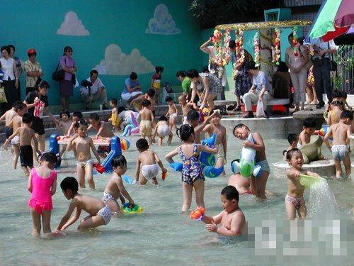 福州道山路一所幼儿园的游泳池里