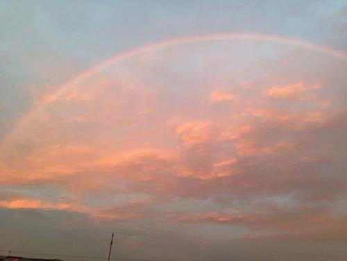 彩虹与晚霞共存