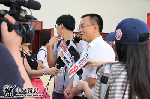 临沧市人民政府市长锁飞接受媒体采访