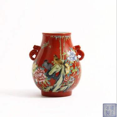 瓷器藏品经典之作 雍正款珐琅彩珊瑚红地花鸟象耳尊瓷器藏品
