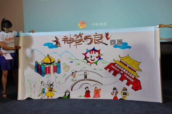 小朋友们在画布墙上集体完成的一幅画
