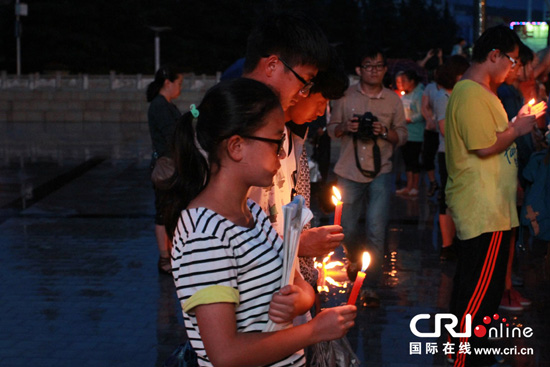 Candlelight vigil held for earthquake victims