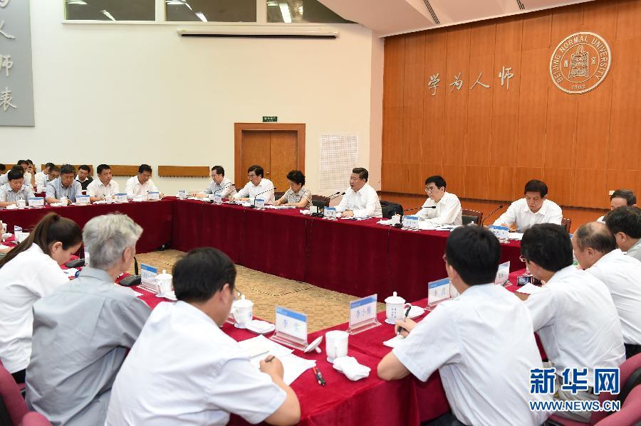 9月9日,中共中央总书记、国家主席、中央军委主席习近平来到北京师范大学看望教师学生,向全国广大教师和教育工作者致以崇高的节日敬礼和祝贺。这是习近平同学校师生代表进行座谈。新华社记者 马占成 摄