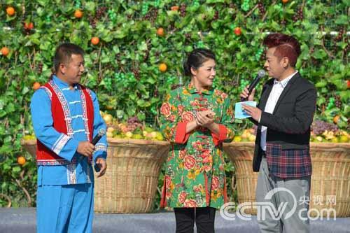 主持人与代表、演员激情互动-乡村大世界 10月25日节目预告