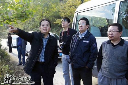 《新三峡》剧组在县领导的陪同下参观兴隆镇旅游新城