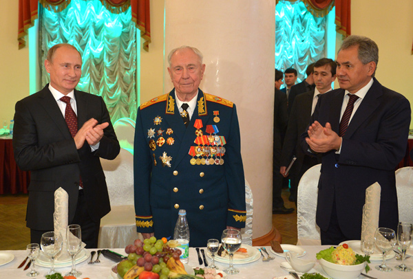 В.Путин поздравил Д.Язова с 90-летием Алексей Дружнин/ТАСС