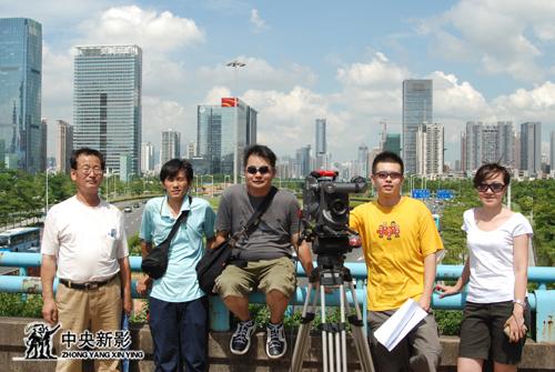 《中国1978》摄制组在深圳深南大道拍摄