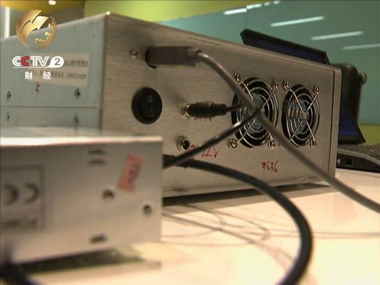 这个设备名叫无线电收发电台 就是俗称的伪基站