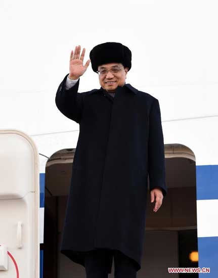 Chinese Premier Li Keqiang waves upon his arrival at Astana International Airport in Astana, Kazakhstan, Dec. 14, 2014.