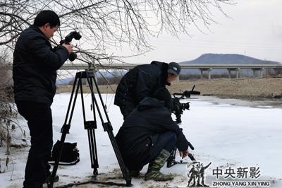 丝瓜成版人性视频app东北摄制组拍摄呼玛河大桥
