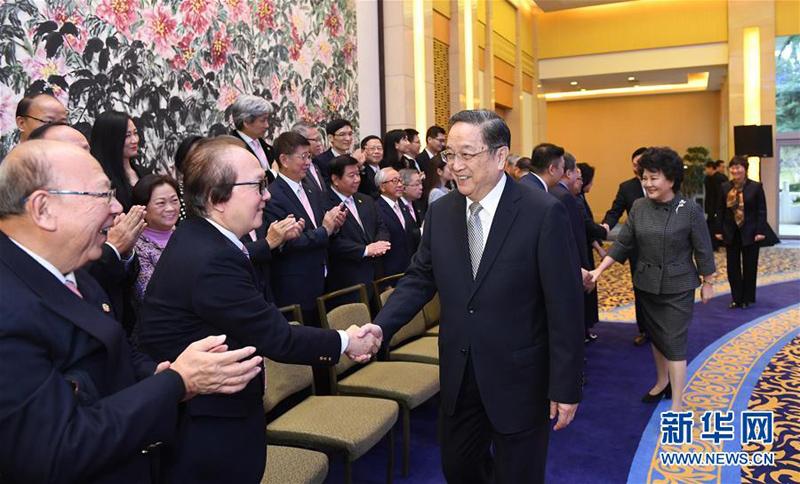 12月13日,中共中央政治局常委、全国政协主席俞正声在北京钓鱼台国宾馆会见香港潮州商会参访团全体成员。