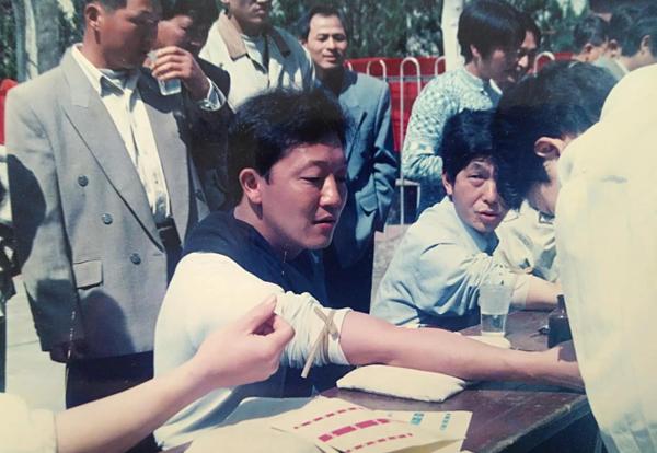 廖俊波在拿口镇时曾带头参加无偿献血。