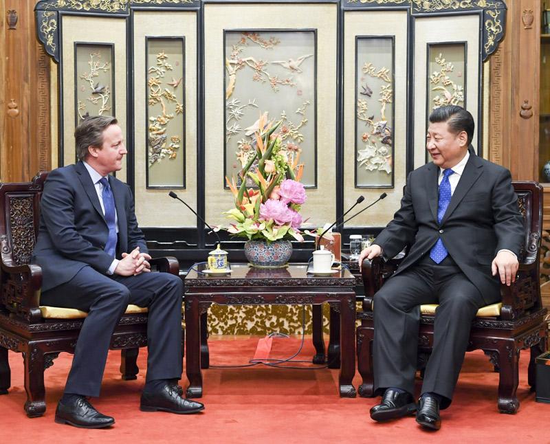 1月11日,国家主席习近平在北京钓鱼台国宾馆会见英国前首相卡梅伦。