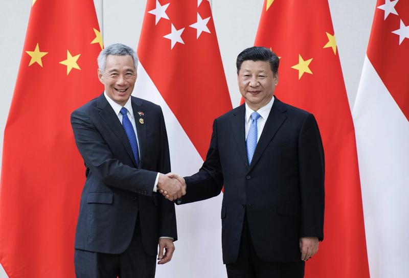 4月10日,国家主席习近平在海南省博鳌国宾馆会见新加坡总理李显龙。