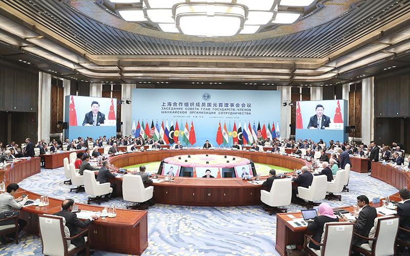 6月10日,上海合作组织成员国元首理事会第十八次会议在青岛国际会议中心举行。国家主席习近平主持会议并发表重要讲话。