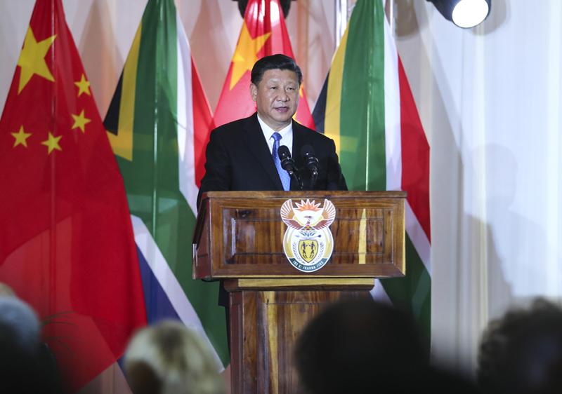 7月24日,国家主席习近平在比勒陀利亚出席南非总统拉马福萨举行的欢迎习近平主席对南非进行国事访问暨庆祝中南建交20周年晚宴。这是习近平发表致辞。