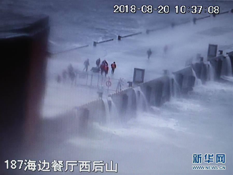 这是翻拍的8月20日现场监控录像。录像记录了黄群、宋月才、姜开斌等同志抢救国家某重点试验平台的场景(8月26日摄)。新华社发