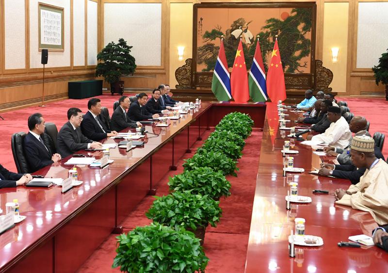 9月6日,国家主席习近平在北京人民大会堂会见冈比亚总统巴罗。新华社记者 高洁 摄