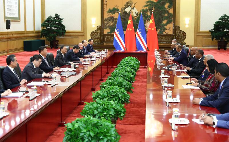9月6日,国家主席习近平在北京人民大会堂会见佛得角总理席尔瓦。新华社记者 谢环驰 摄