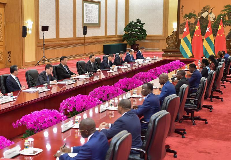 9月6日,国家主席习近平在北京人民大会堂会见多哥总统福雷。新华社记者 李涛 摄