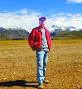 2012年,李德威在西藏阿里地质考察途中。资料照片