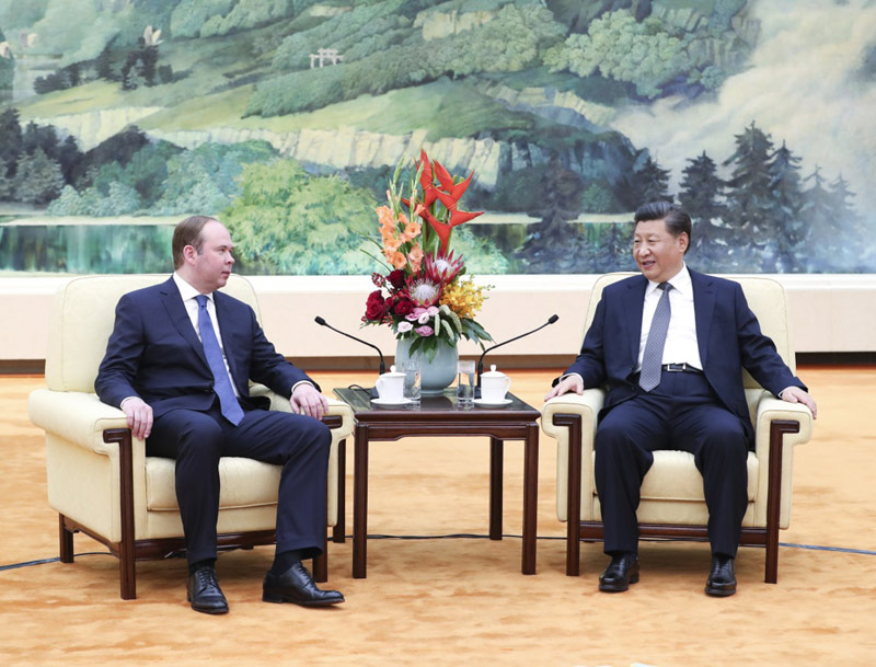 10月17日,国家主席习近平在北京人民大会堂会见俄罗斯总统办公厅主任瓦伊诺。新华社记者 庞兴雷 摄