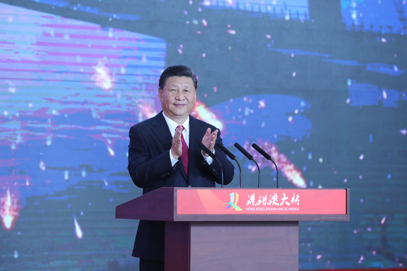 10月23日上午,港珠澳大桥开通仪式在广东珠海举行。中共中央总书记、国家主席、中央军委主席习近平出席仪式并宣布大桥正式开通。
