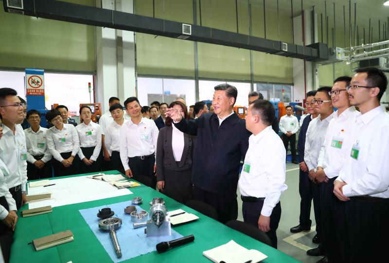 10月22日至25日,中共中央总书记、国家主席、中央军委主席习近平在广东考察。这是10月22日傍晚,习近平在珠海格力电器股份有限公司考察。