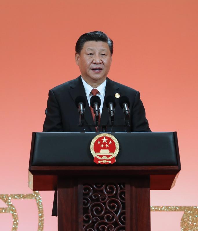 11月4日晚,国家主席习近平和夫人彭丽媛在上海举行宴会,欢迎出席首届中国国际进口博览会的各国贵宾。这是习近平发表致辞。