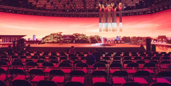 图为舞台背景——浙江嘉兴南湖