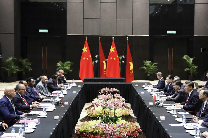 11月16日,国家主席习近平在莫尔兹比港同巴布亚新几内亚总理奥尼尔会谈。新华社记者 丁林 摄