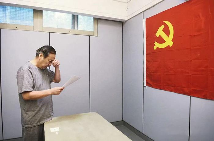 内蒙古自治区政府原副主席白向群接受审查照片曝光。