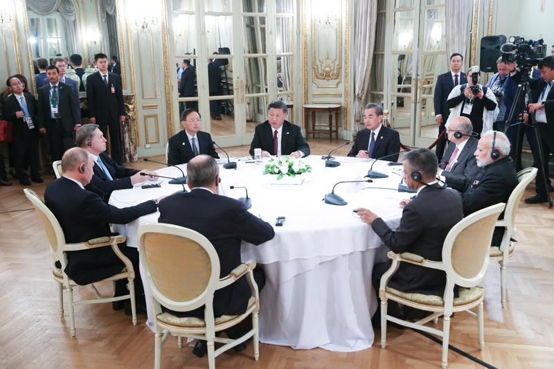 当地时间11月30日,国家主席习近平在布宜诺斯艾利斯出席中俄印领导人非正式会晤。习近平同俄罗斯总统普京、印度总理莫迪就新形势下中俄印合作深入交换意见。新华社记者 姚大伟 摄