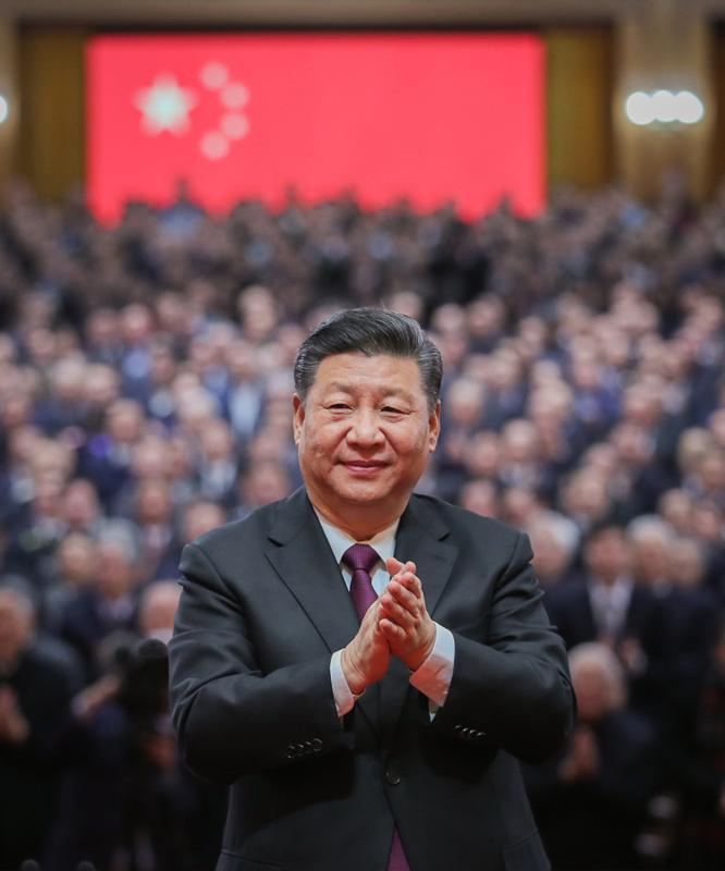12月18日,庆祝改革开放40周年大会在北京人民大会堂隆重举行。中共中央总书记、国家主席、中央军委主席习近平在大会上发表重要讲话。这是习近平鼓掌向受表彰人员表示祝贺。