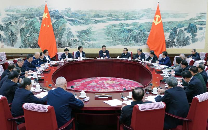 12月25日至26日,中共中央政治局召开民主生活会,中共中央总书记习近平主持会议并发表重要讲话。新华社记者 谢环驰 摄