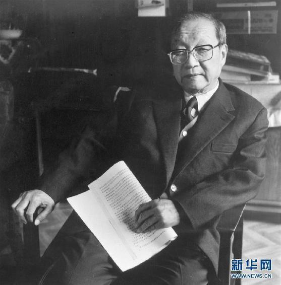 这是1992年2月11日,王大珩在北京。新华社发