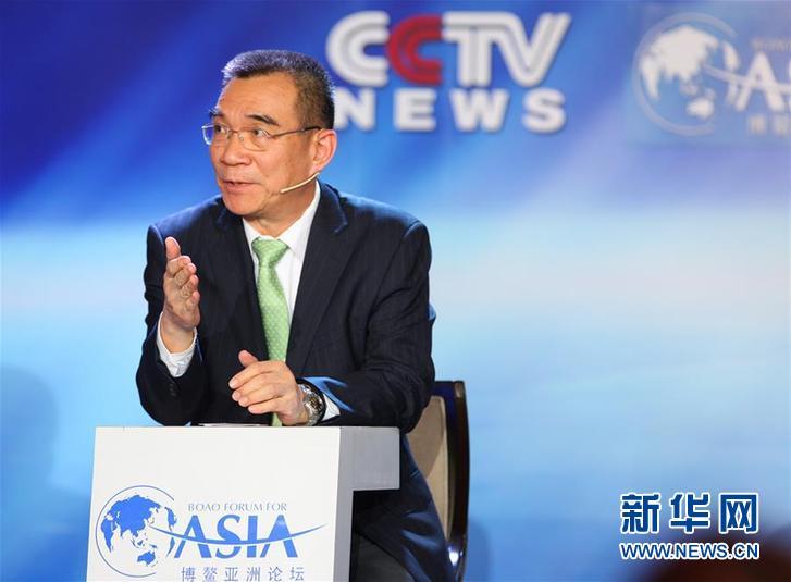"""林毅夫在博鳌亚洲论坛2014年年会电视辩论""""改革:亚洲金融与贸易的新格局""""上发言(2014年4月8日摄)。新华社记者 王婧嫱 摄"""