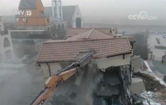 【央视关注】又一处违建别墅被曝 削山造地为何拆得快查得慢?