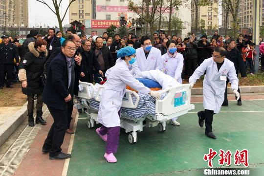 学交易外坠楼 直升机30分钟送至百公里外医院