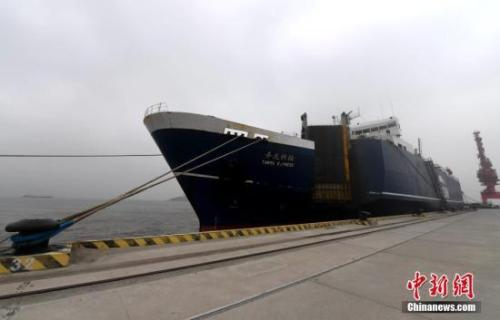 """资料图:1月20日,""""平潭-高雄""""货运直航航线顺利实现首航。张斌 摄"""
